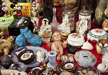Miscellaneous objects for sale at an outdoor market